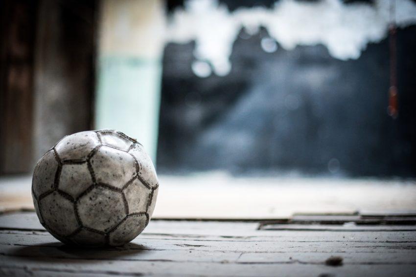 Alasan Orang Bermain Judi Bola Online